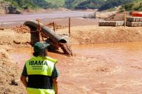 Ibama report completed after inspection in the region hit by the disaster caused by the disruption of the Fundão dam in Mariana (MG), six months ago, shows that Samarco mining company controlled by companies Vale and BHP should adopt more effective measures to contain the remaining tailings, reverse the social and environmental impacts and prevent further tragedies. (Credit: ibama.gov.br) Click to Enlarge.