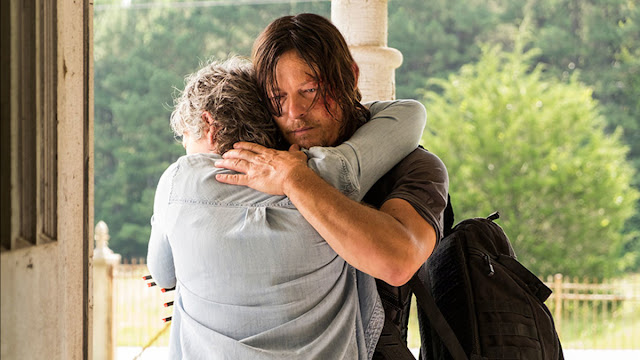 "Abrazo de Carol y Daryl, 7x10 ""New Best Friends"" de 'The Walking Dead'"