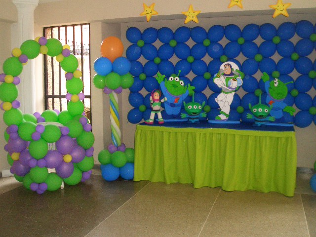 Decoraciónes De Fiestas Den Buzz Laihtg Year Imagui