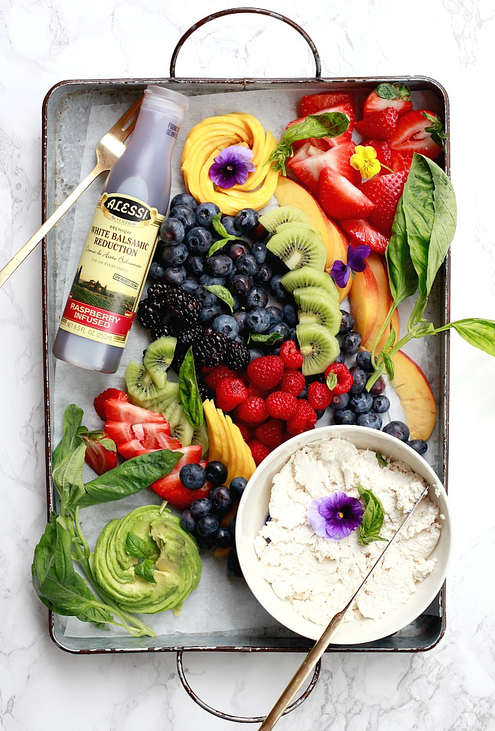 How to create a beautiful fruit platter DIY crostini bar. This fruit crostini has a white balsamic reduction.
