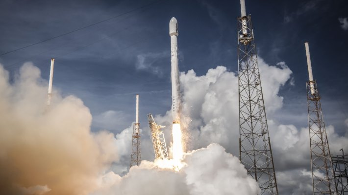 Wallpaper: SpaceX Falcon 9 rocket launched the ORBCOMM OG2 Mission 1