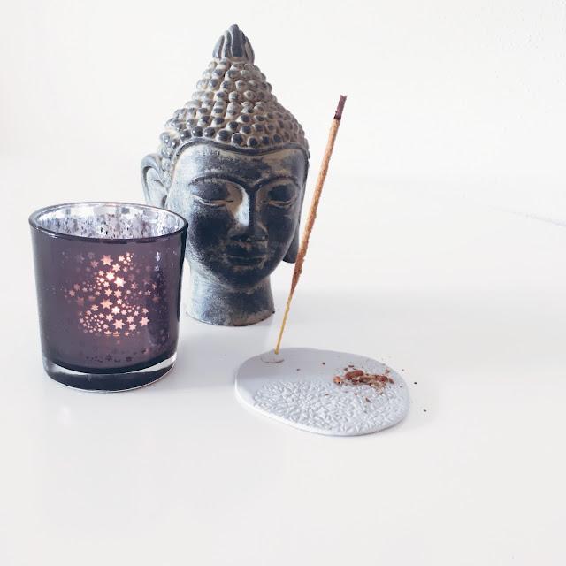 Räucherstäbchenhalter DIY, selbermachen, basteln, fimo, Räucherstäbchen, buddha, GrinseStern