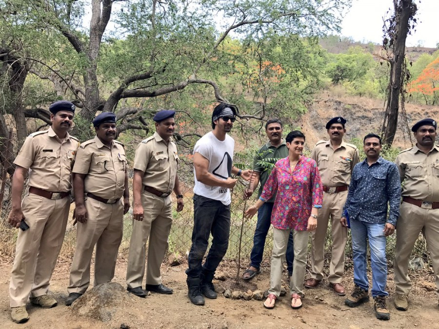 Harshvardhan Rane Plants Saplings on World Environment Day