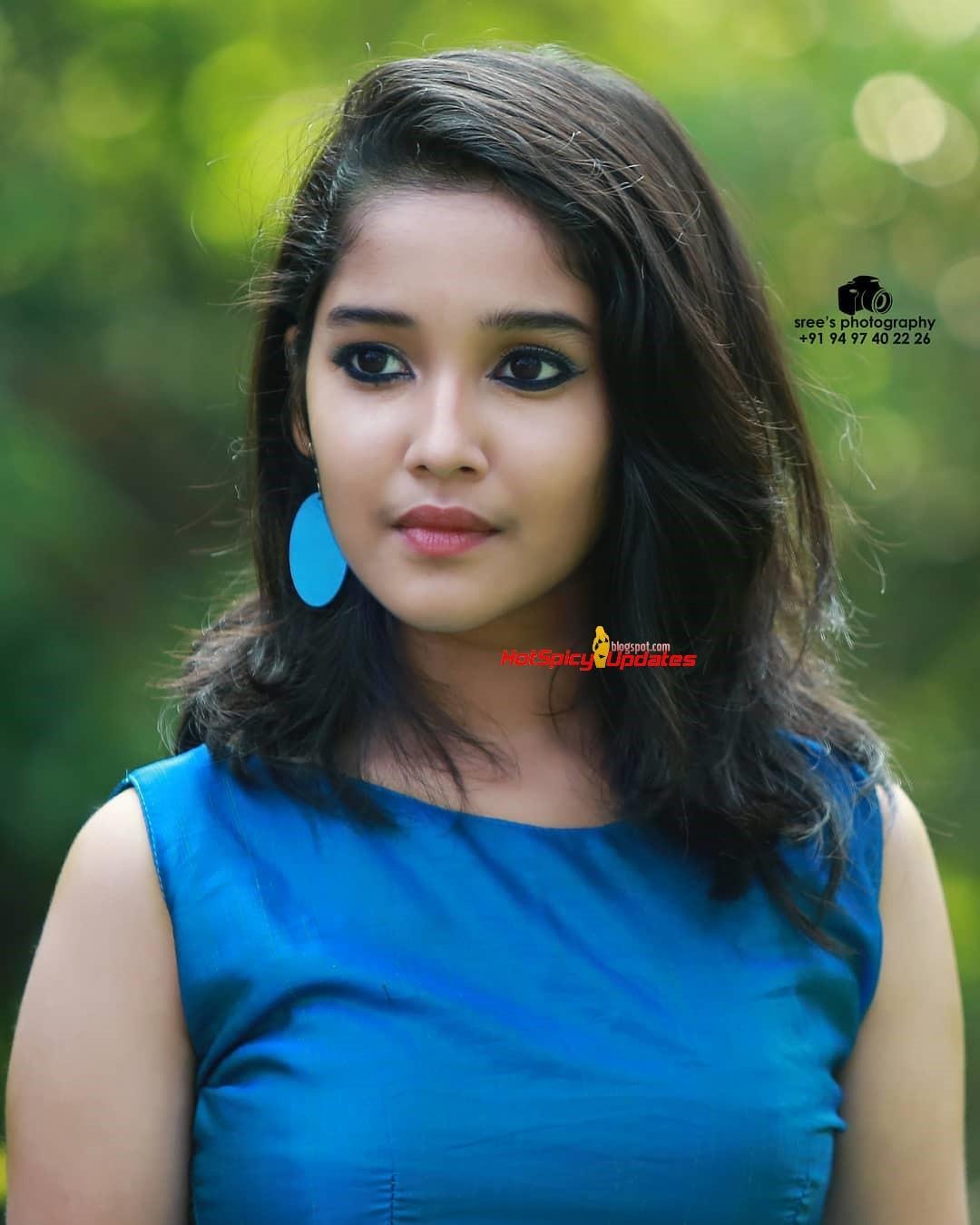 Anikha Surendran aka Baby Anikha Cute and Stylish Photo ...