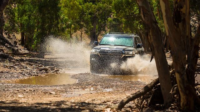 """toyota land cruiser nhap my 6 - Đánh giá Toyota Land Cruiser V8 5.7 lít nhập Mỹ : Chỉ một chữ """"TUYỆT"""" - Muaxegiatot.vn"""