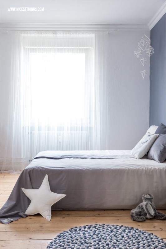 Kugelteppich grau Filzkugelteppich rund im Schlafzimmer #filzkugelteppich #kugelteppich #feltballrug #schlafzimmer #bedroom #ombre #bettwäsche