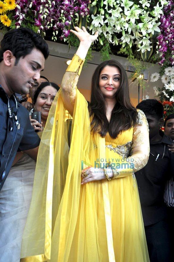 Aishwarya looking gorgeous in inaugurates kalyan jewellers showroom