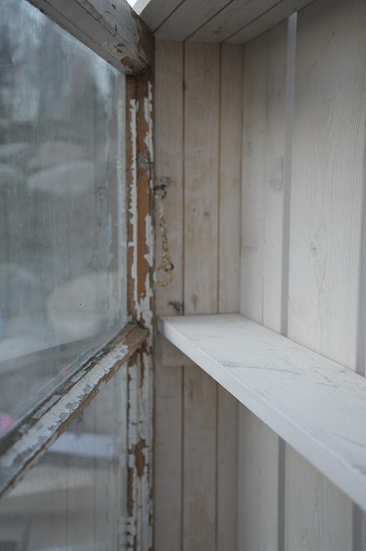 P ö m p e l i: Kaappi vanhasta ikkunasta, näin se tehdään
