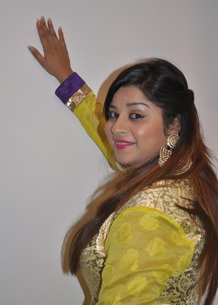 Anara Gupta beautiful Smile Picture in yellow Dress