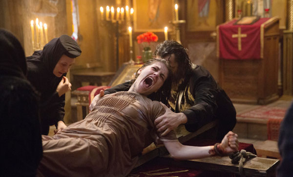 A (dull) exorcism moment in THE CRUCIFIXION (2017)