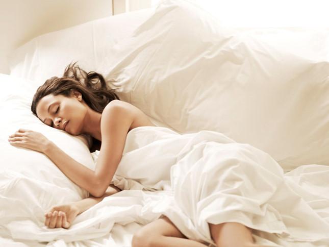 Những lợi ích của việc ngủ khỏa thân - hình 3
