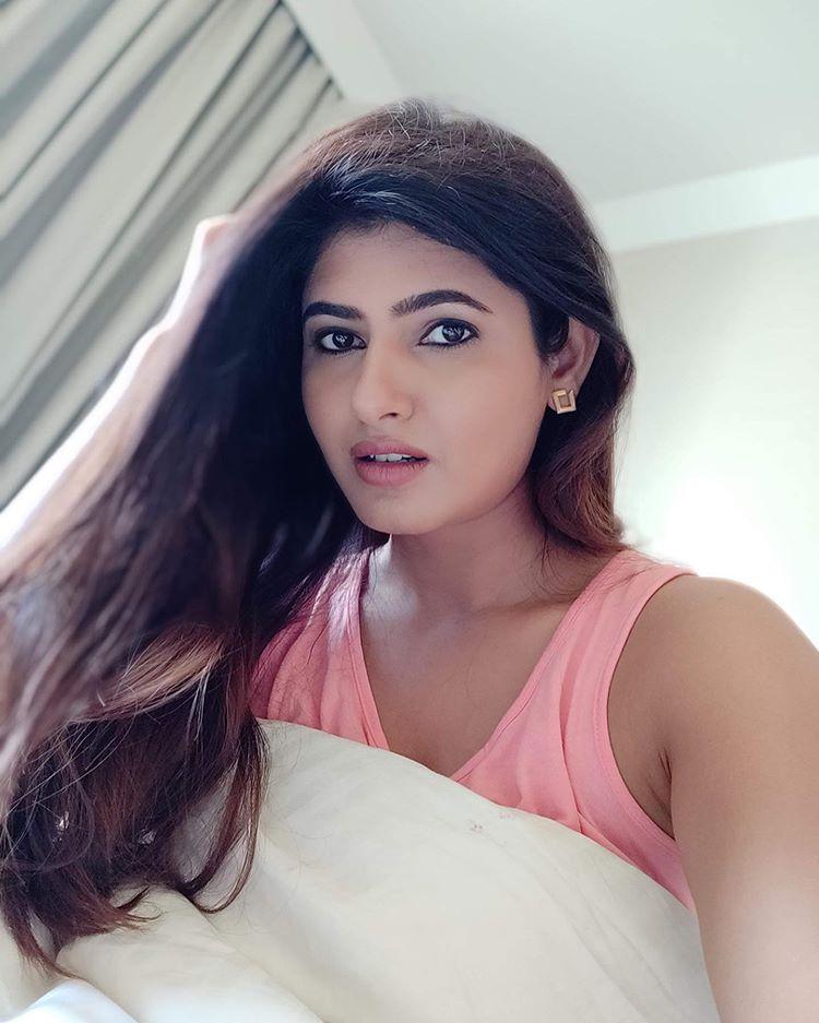 Ashima Narwal Selfi Photos