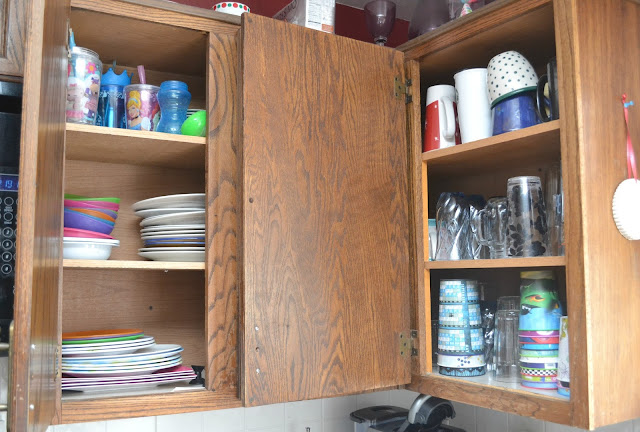 Kitchen Cabinets - Spring Cleaning Made Easy, spring cleaning tips, easy spring cleaning, spring cleaning in the kitchen, organizing kitchen cabinets