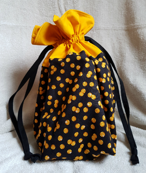 Drawstring bag | DevotedQuilter.blogspot.com