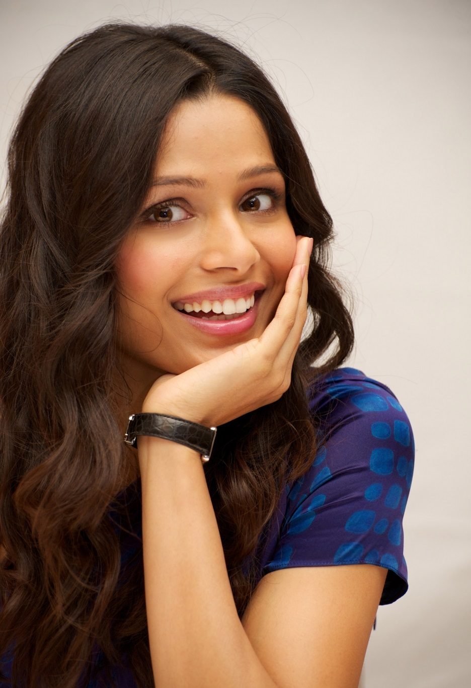 Freida Pinto Wiki, biodata, affairs, Boyfriends, Husband ...