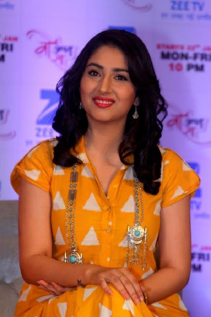 Disha Parmar Beautiful Photos Gallery, Images And Wallpapers ❤