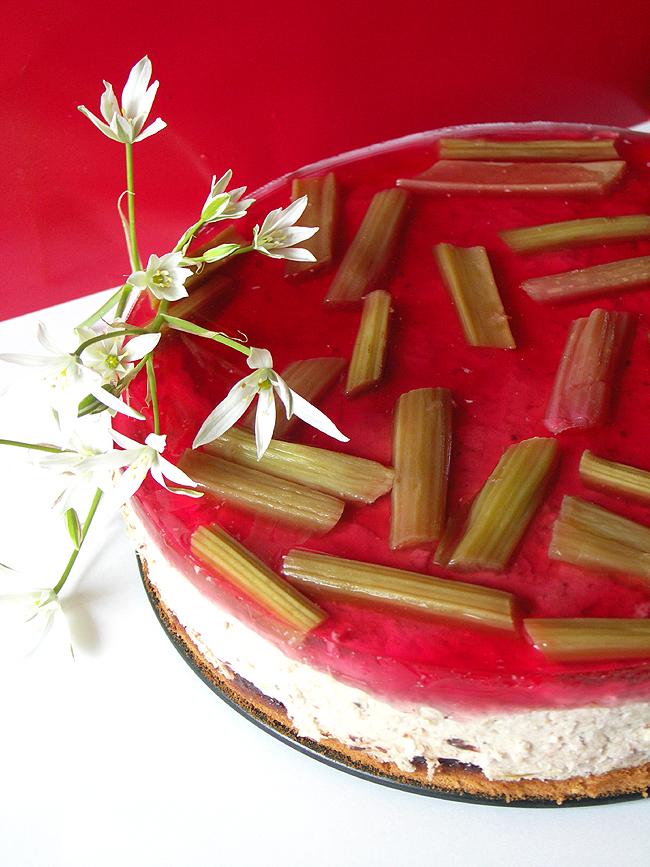 torcik rabarbarowy z galaretką