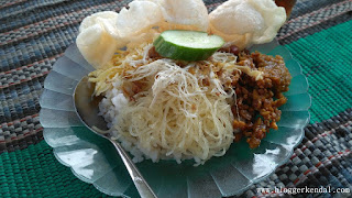 Nasi Uduk dan Nasi Kuning Pojok GOR Bahurekso
