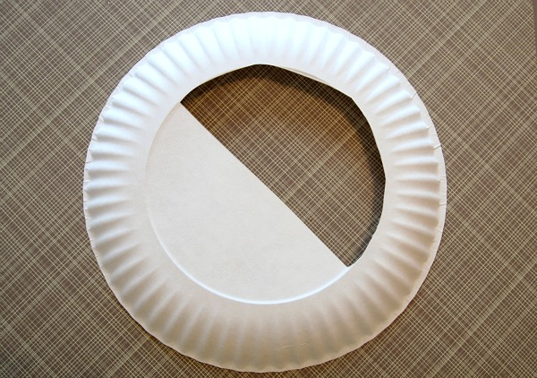 Paper plates are cheap crafting tools and perfect for the classroom! Check out what @mvemother made with this one!