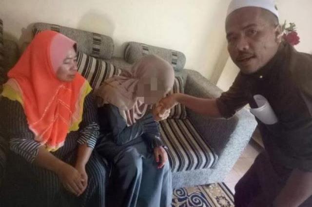 بالصور..رجل أربعيني لديه 6 أبناء يتزوج من طفلة في ماليزيا !!