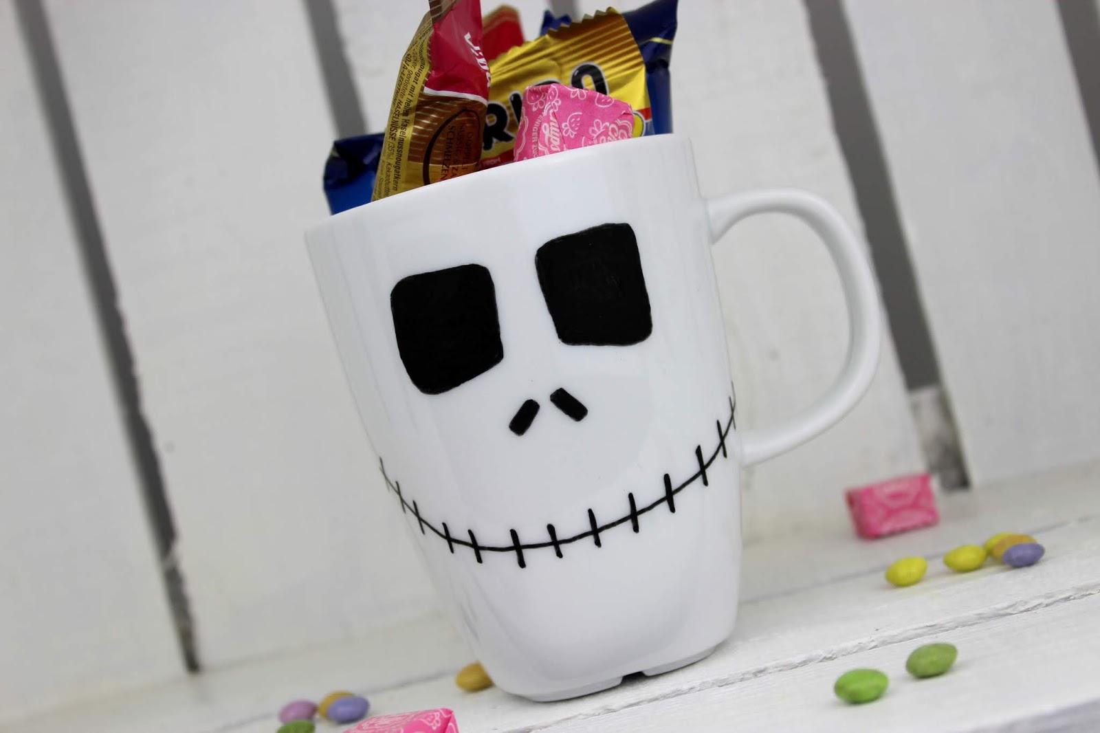 DIY Halloween Bastelidee: gruselige Becher ganz einfach selber machen
