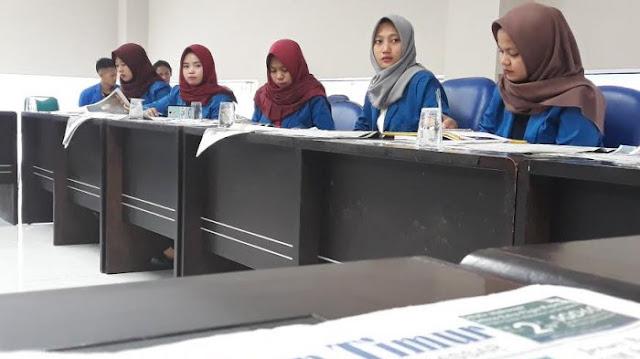 Mahasiswa Sosiologi Komunikasi Unismuh Belajar Jurnalistik di Tribun Timur