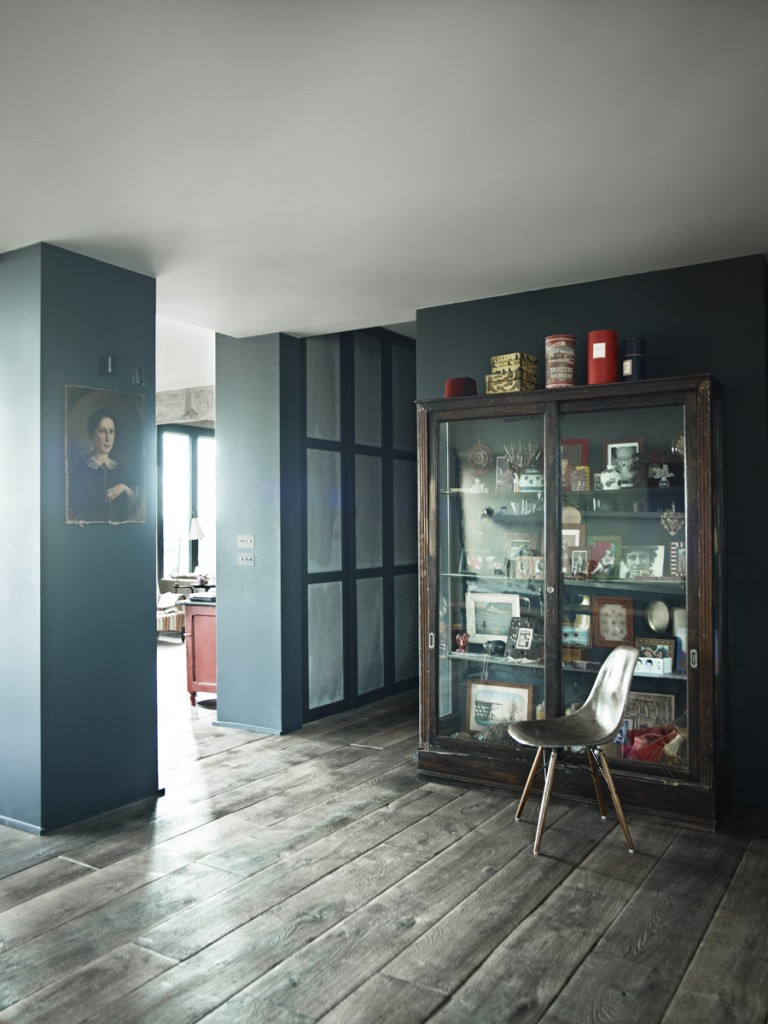 decordemon industrial paris loft with views over the city. Black Bedroom Furniture Sets. Home Design Ideas