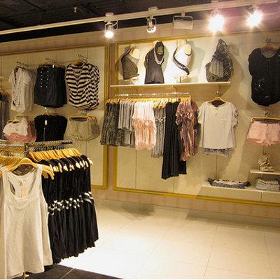 Fashionerias decorar tienda de ropa for Decoracion de interiores locales de ropa
