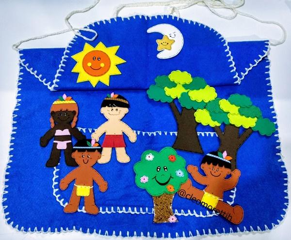 avental de historias, avental de feltro, avental azul, avental, historias, hora do conto, musica, texto, indio, indiozinho, floresta, natureza, lua, sol, azul, mae natureza, escola, alfabetização