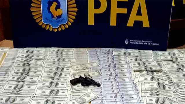 Dinheiro e armas incautadas a narcotraficantes em Mar del Plata