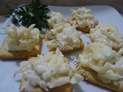 Pasta z sera żółtego i czosnku