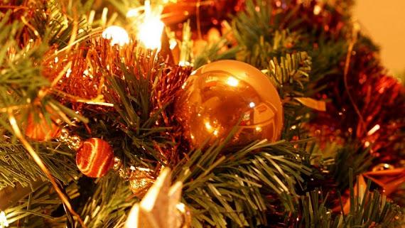 download besplatne Božićne pozadine za desktop 2560x1440 čestitke blagdani Merry Christmas kuglice za bor