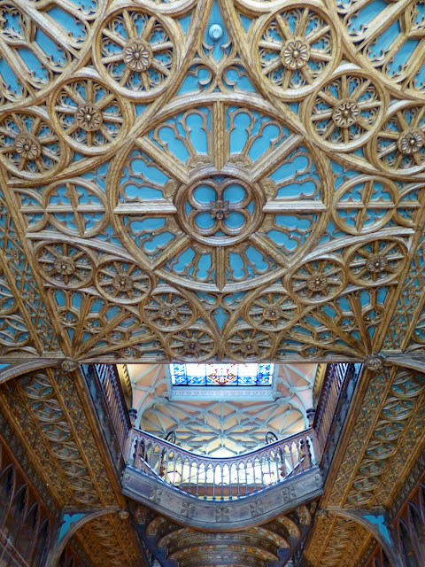 Escalera y techo de Lelllo e Irmao