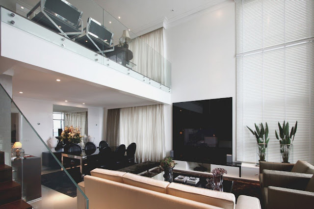Mezanino Com Sala De Tv ~ Mezanino menor, pelo que parece serve como sala de TV! Guardacorpo de