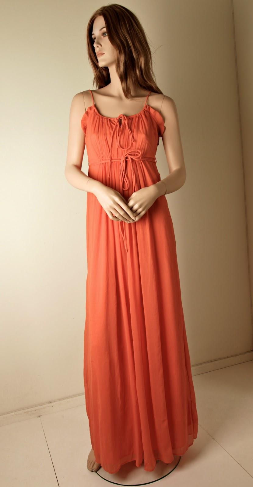 20a779d4f318 För klädkod Frack föreslår Amelia just denna klänning, Cinderell Dress från  VILA! Den har nu kommit till Printzess!