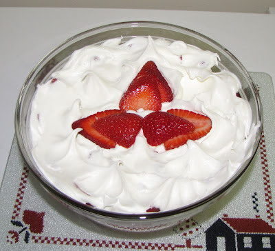 Cool Canada Day Strawberry Trifle It Ain T Purdy But It S Yummy