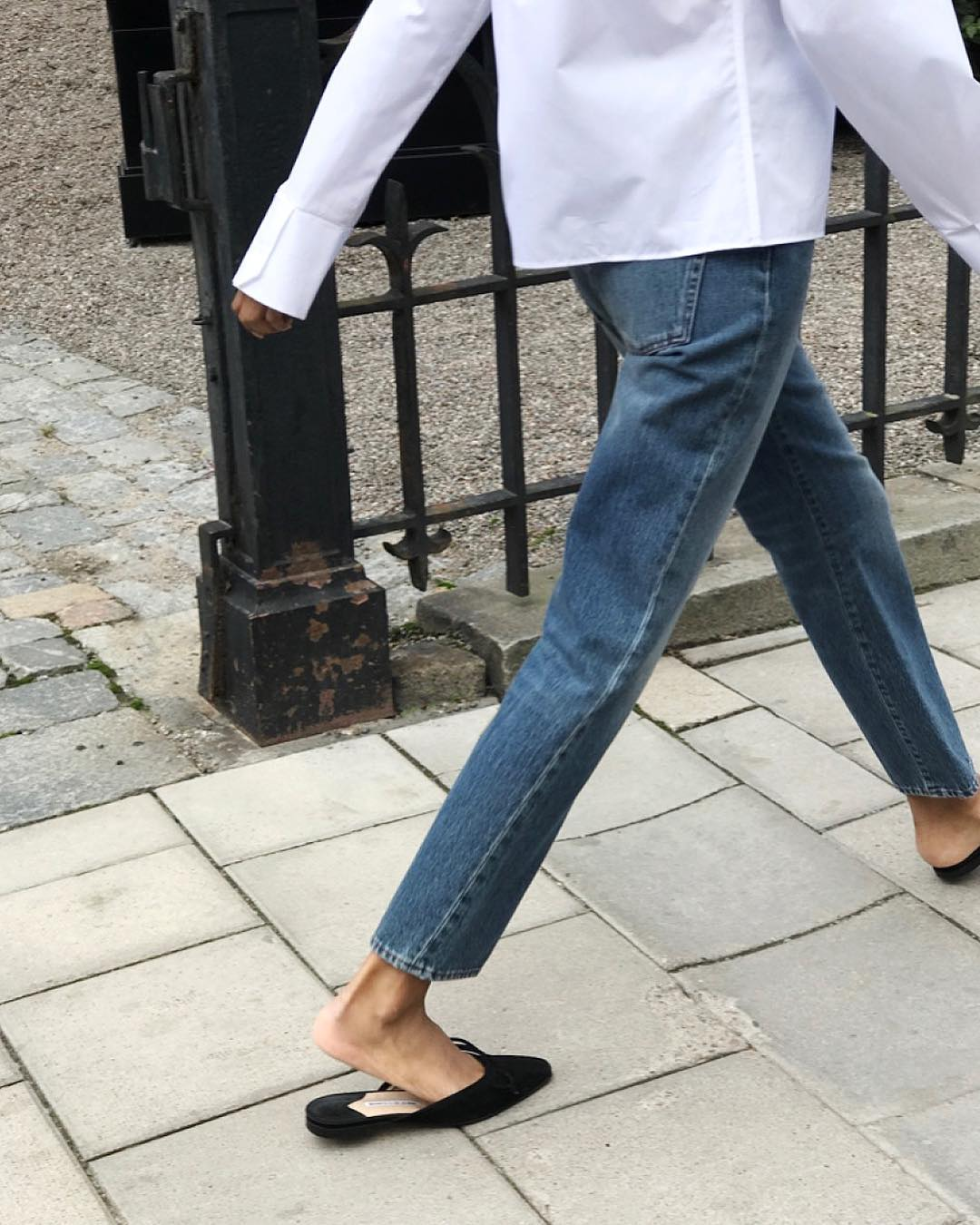 The 3-Piece Fall Outfit Formula We Can't Get Enough Of — White Shirt, Straight-Leg Jeans, Black Mule Flats