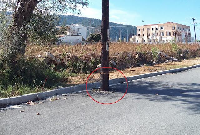 Ηγουμενίτσα: Έφτιαξαν τον δρόμο και ...ξέχασαν την κολόνα μέσα σε αυτόν