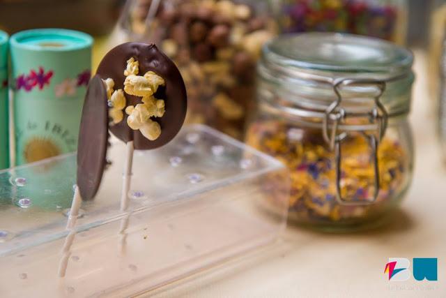 Sucettes en chocolat et pop corn
