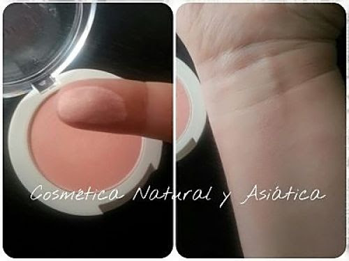 Innisfree-Inspiring-Apricot-Light-Coral-Mineral-Blusher-swatch