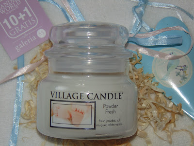 Świeca Village Candle, Powder Fresh
