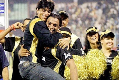 Shahrukh_with_Shoaib_akhtar-uptodate_daily