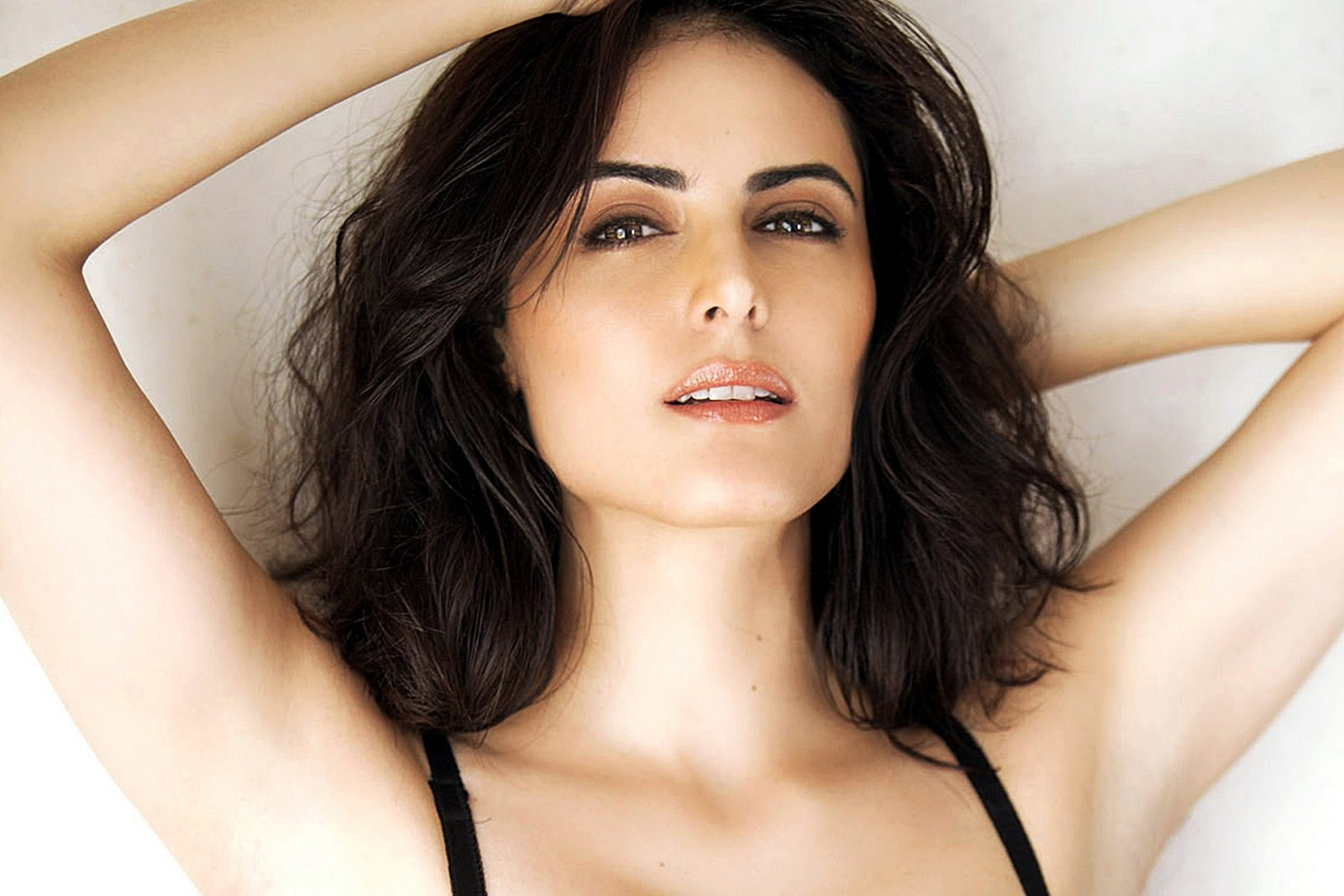 Beautiful Mandana Karimi Super Hit HD Wallpapers