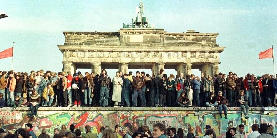 Η οικοδόμηση του Τείχους του Βερολίνου των κομμουνιστών και η διάλυση της Γερμανίας ως έθνος και επιμένουν 70 χρονιά μετά να λένε οτι οι κακοί ναζι επιβάλουν μετρά(Βίντεο)