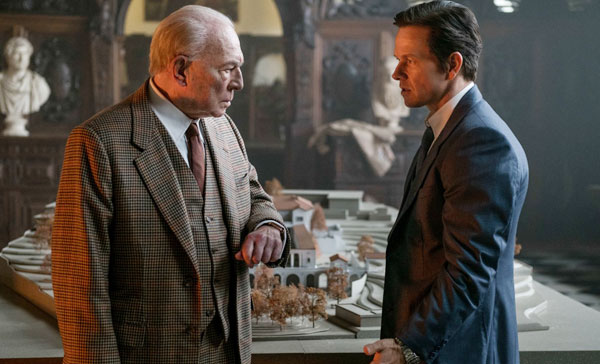 Christopher Plummer and Mark Wahlberg in ALL THE MONEY IN THE WORLD (2017)