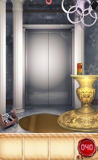 Передвигаем вазу в правую сторону, освобождая для себя выход из помещения