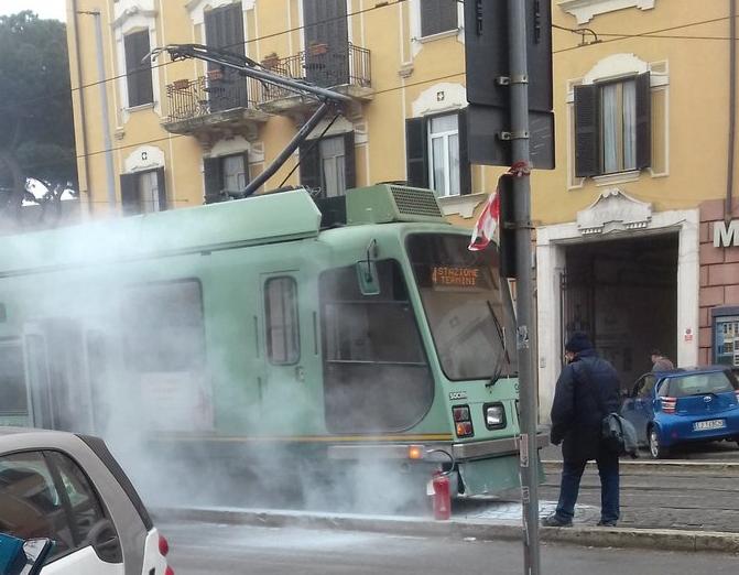 Roma: Anche i tram vanno in fumo!