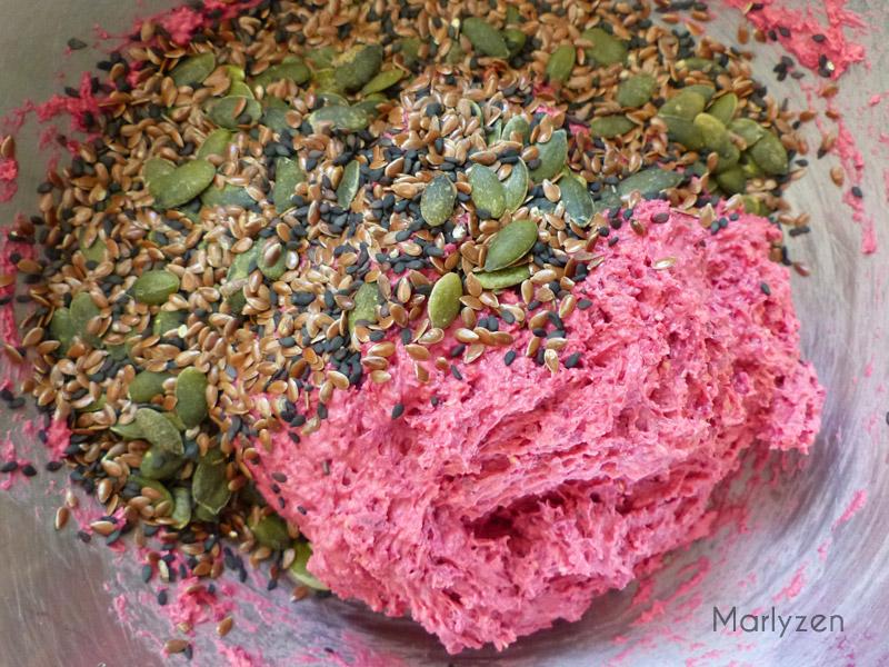 Ajoutez les graines et mélangez bien.