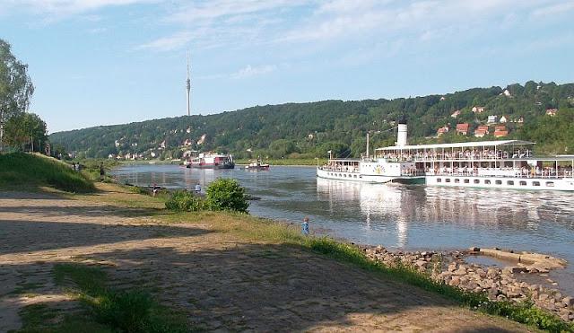 Laubegast Schauspiel auf der Elbe