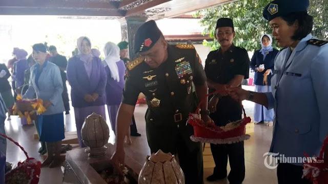 Teladani Pejuang Bangsa, Panglima TNI Ziarah Ke Makam Bung Karno dan Gus Dur